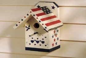 patriotic wren house | build it | birdsandblooms.com