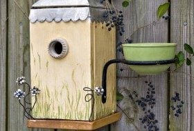 Nesting Box with Planter for Attracting Bluebirds