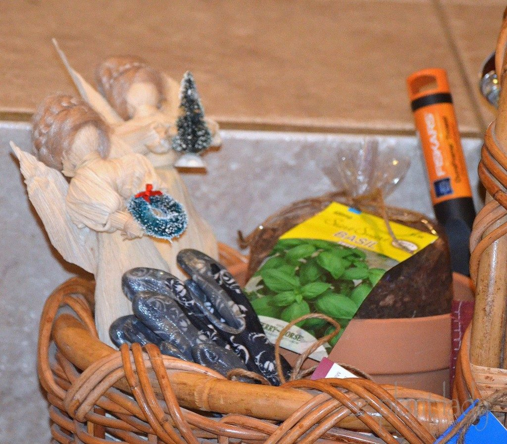 Creating a Garden Gift Basket Birds and Blooms