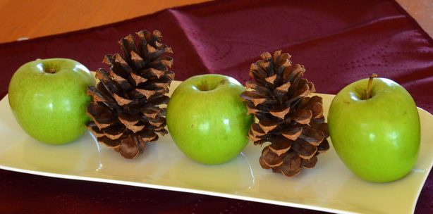 holiday arrangement apples