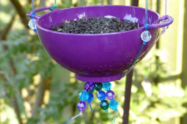 Mini Colander DIY Bird Feeder