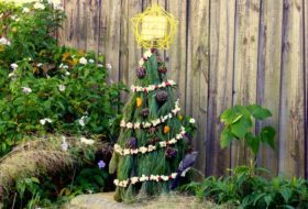 Tomato Cage Christmas Tree for Birds