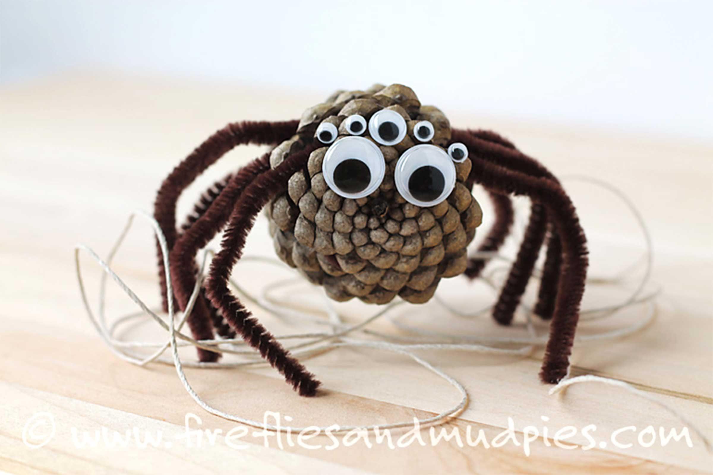 03-kids-halloween-crafts-pinecone-spider