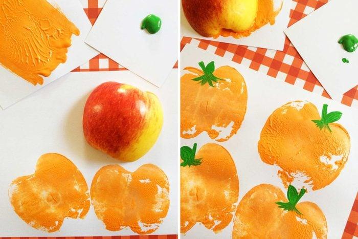 08-kids-halloween-crafts-pumpkin-stamp