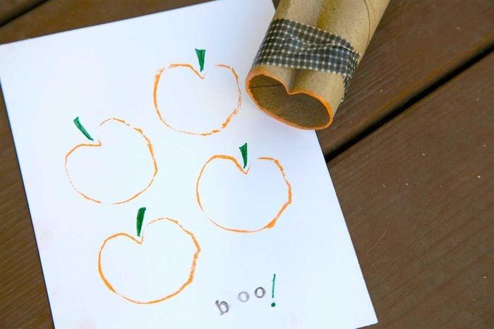 12-kids-halloween-crafts-toilet-paper-stamps