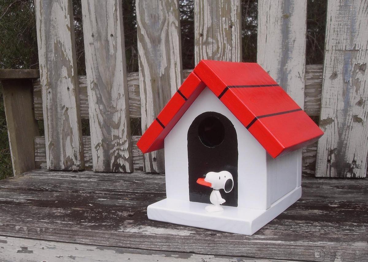 Snoopy doghouse birdhouse